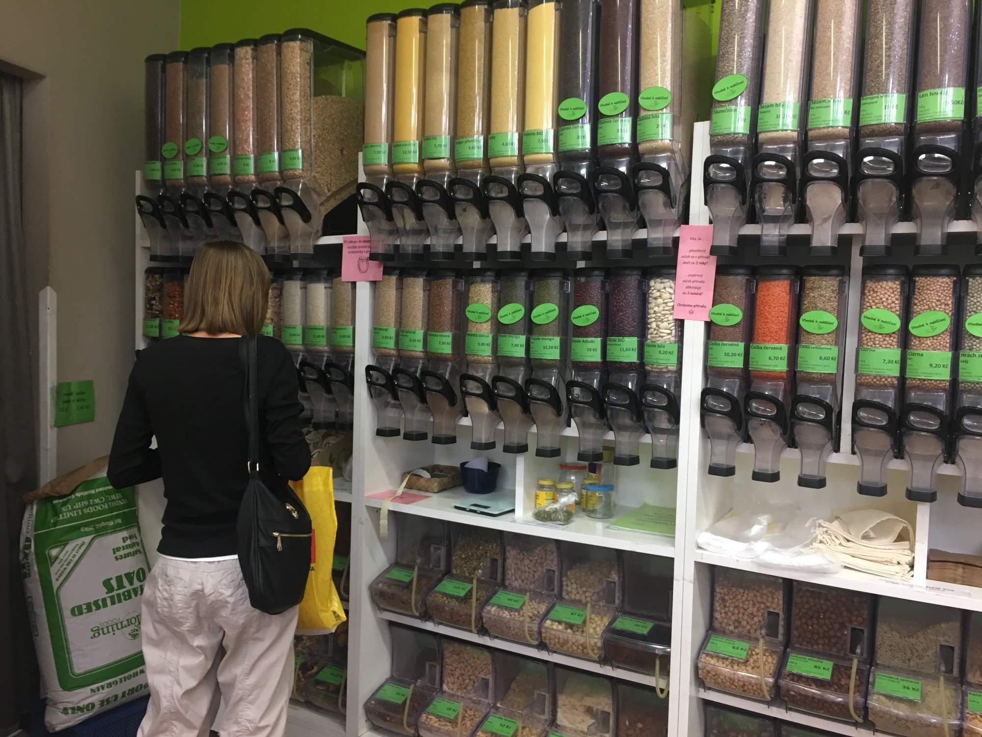 Bezobalová část obchodu Brána ke zdraví, foto: Veronika Sodomová