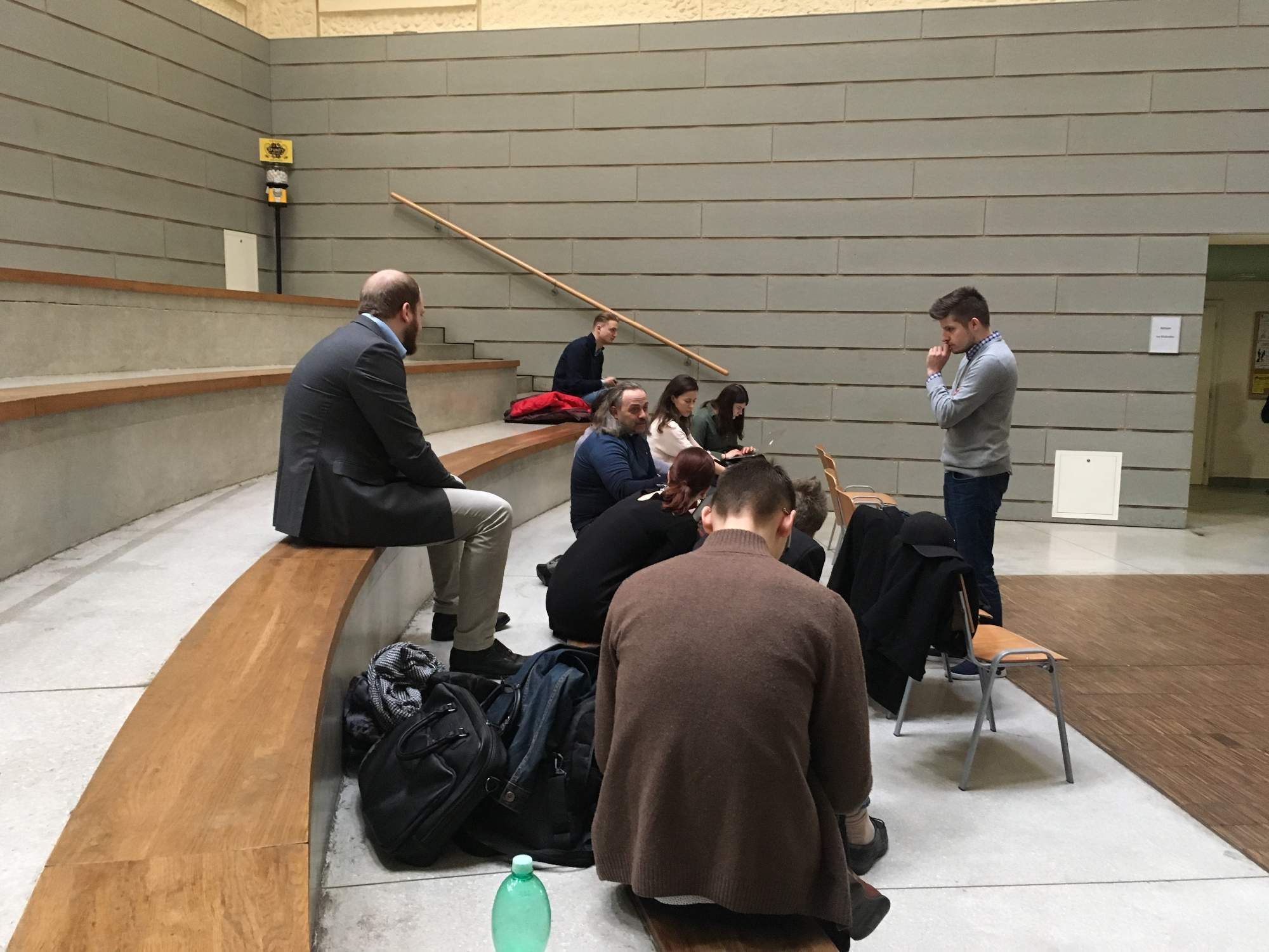 Petr Gongala řeční pře ostatními účastníky konference, foto: Veronika Sodomová