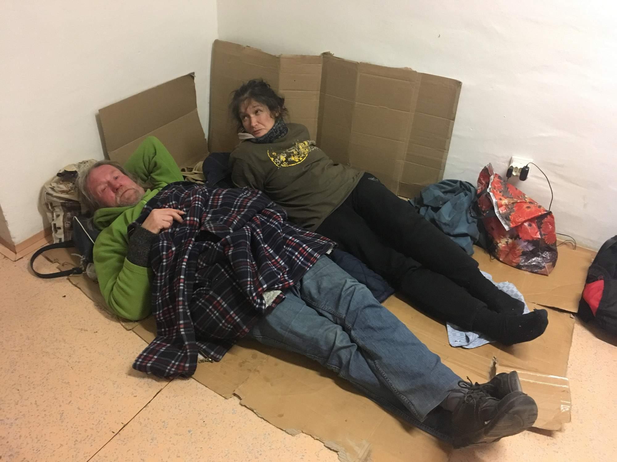 Lidé bez domova tráví mrazivé noci v krizovém centru, FOTO: Karolína Oškerová