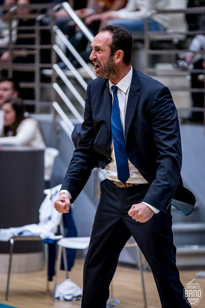 Utkání bylo plné emocí. Na fotce trenér Chougaz. Foto: Jan Russnák.