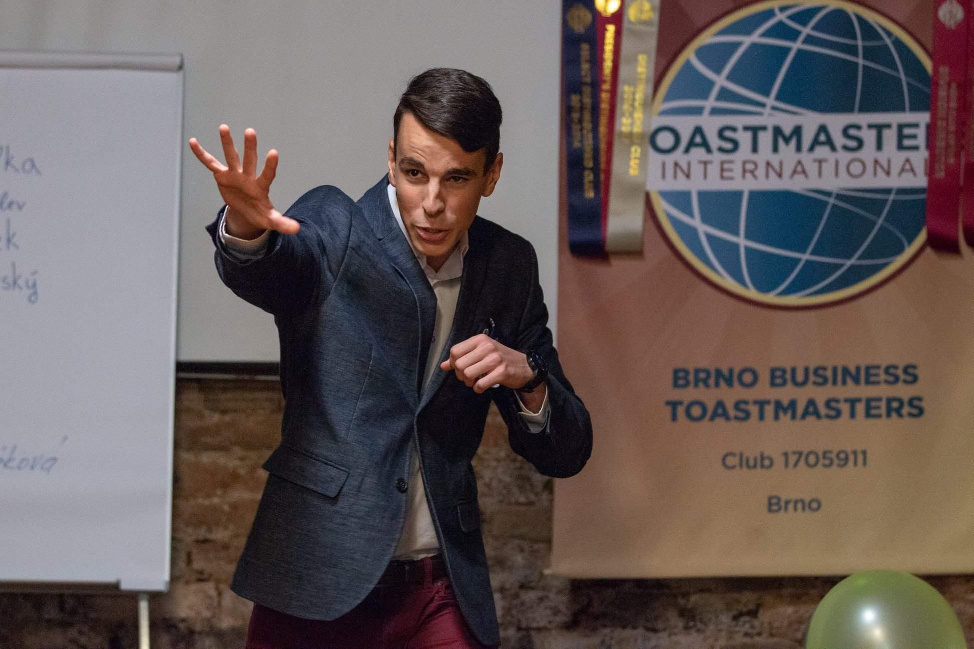 Boris je členem klubu Toast Masters, který se zaměřuje na zlepšení prezentačních dovedností. Foto: Breakfast Toastmasters