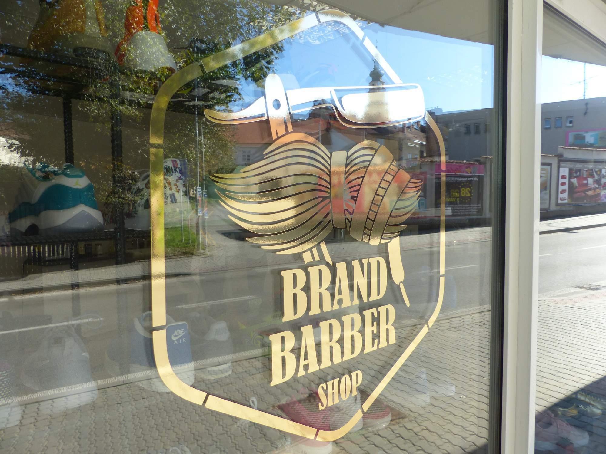 Kamenný obchod Brand Barber shopu funguje v Boskovicích třetím rokem. Foto: Jan Mazáč.