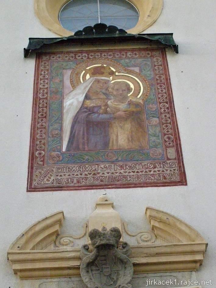 Kyjov - klášter kapucínů s kostelem Nanebevzetí Panny Marie a sv. Cyrila a Metoděje - freska Matky milosrdenství s Ježíškem ve sgrafitovém rámu z roku 1910 od akademického malíře Jano Köhlera