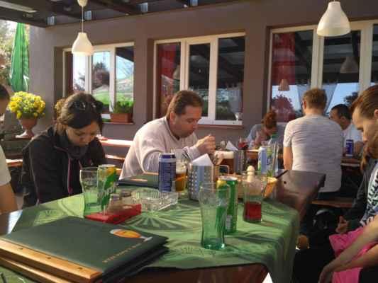 výborná restaurace ve Vovoklasech....