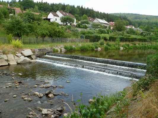 Procházka kolem Pecováku  (27) - Litavka s minimálním stavem vody.