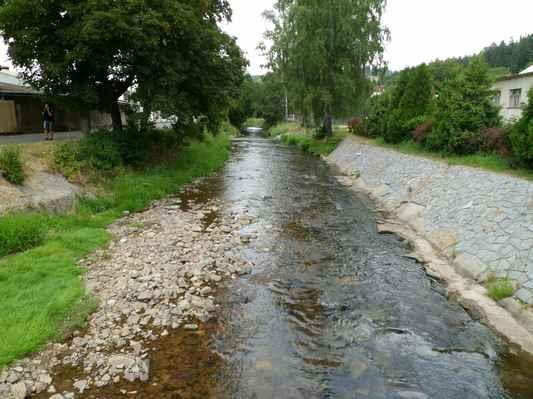 Procházka kolem Pecováku  (29) - Litavka s minimálním stavem vody.