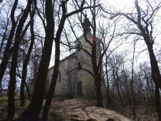 Chuchelský háj - kostel sv. Jana Nepomuckého