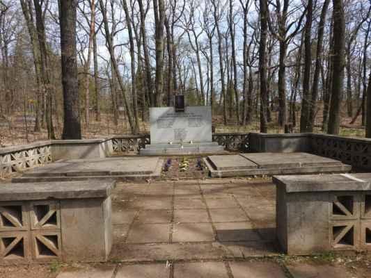 Chuchelský háj - pomník obětem Květnového povstání 1945