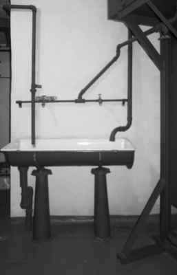 Bunkr má vlastní studnu, takže vody byl dostatek.