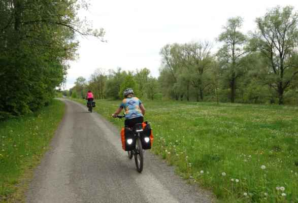 Tady už ujíždíme po cyklostezce kolem Odry.