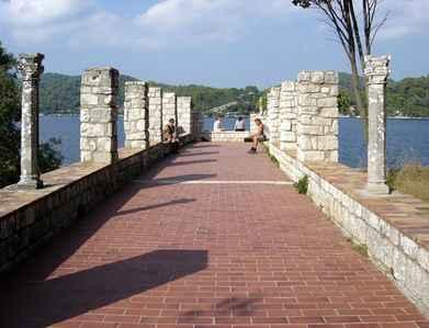 Velké jezero - Ostrůvek s klášterem